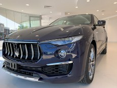 Maserati_dealership_como_1